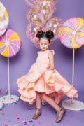 сукня персикового кольору на дівчинку