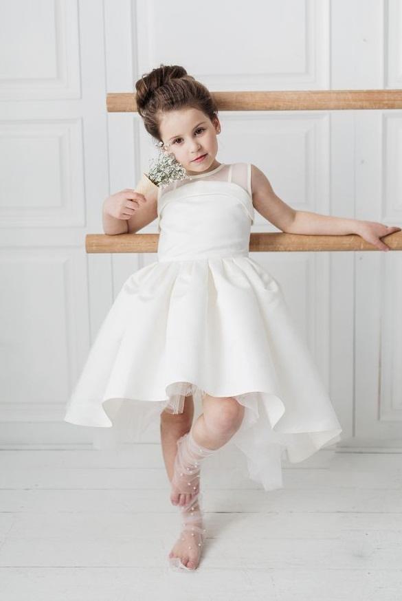 чарівна святкова біла сукня на дівчинку
