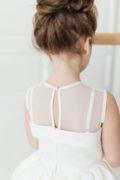 біла сукня на дівчинку