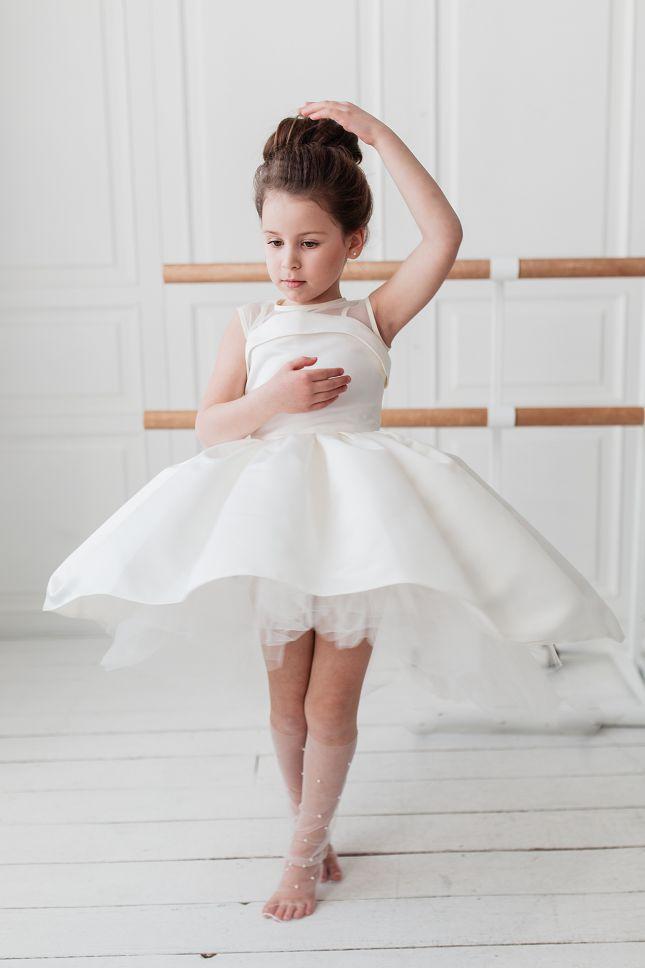 нереально красива біла сукня для дівчинки на свято